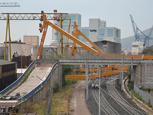 YHT hattına 180 tonluk vinç devrildi