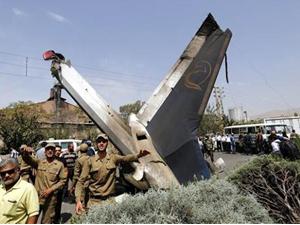 İran'da yolcu uçağı düştü: 48 ölü