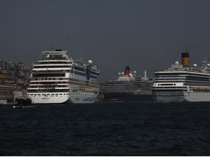 Karaköy Limanı'na kruvaziyer akını !