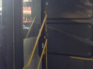 Demir çubukllar yolculara saplandı