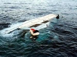 Ege Denizi'nde mültecileri taşıyan bir tekne battı