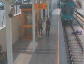 Tramvay sürücüsünün refleksi ölümden kurtardı