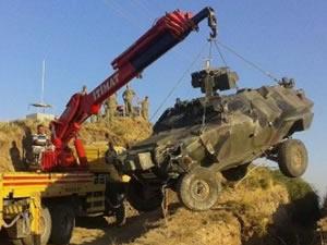 Devriye gezen askeri araç kaza yaptı !