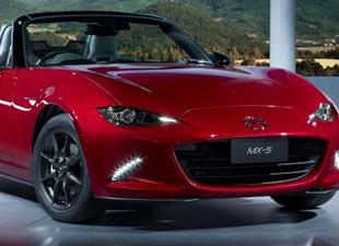 Mazda 4.nesil modelini Paris'te tanıtıma sunuyor
