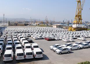 Suriye'ya satılacak otomobiller aylardır limanlarda