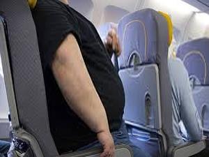 Pilot yolcuları uçaktan indirdi