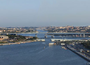 Köprünün 74 metresi aranıyor!