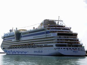 Antalya Limanı'na iki kruvaziyer birden yanaştı