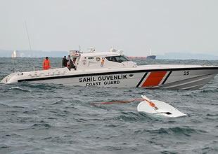 Alabora olan teknede kaybolan 17 kişiyi arama çalışmaları devam ediyor