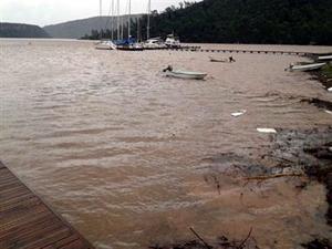 Ege şiddetli yağışa teslim oldu, tekneler sürüklendi