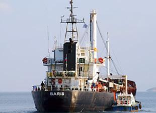 Göçmen Taşıyan M/V BARIS İsimli Gemi, Yunan Sahil Güvenlik Tarafından Girit'e Çekiliyor
