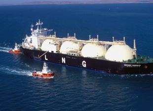 İstanbul Boğazı'ndan LNG Tanker Geçişlerine Tepki
