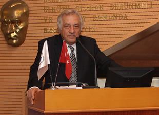 """Altan Köseoğlu """"Mevzuat Hazretleri""""ni Gündeme Taşıdı"""
