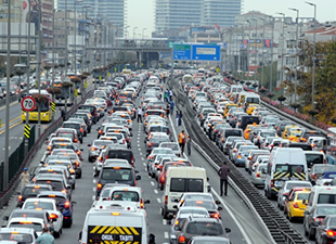 İstanbul Trafiği Saatte 40 Dakikayı Çalıyor!