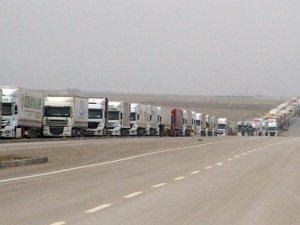 Türk Tırlarının Sınırdaki Bekleyişi Sürüyor