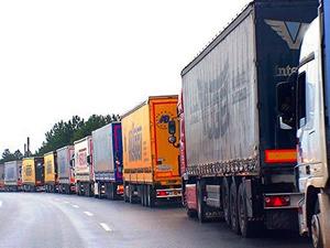 Türk TIR'ları Hazar'ı geçmek için 10 gündür gemi bekliyor