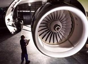 Uçak motoru bakımı için kadın personel yetişiyor