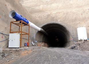 Türkiye'nin en uzun demiryolu tünelinin 250 metresi açıldı