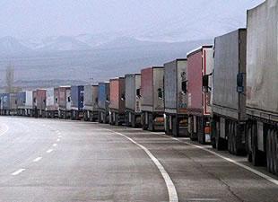 İran Türk tır depolarının mühürlenmesini askıya aldı