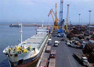 İran, Basra Körfezi'ndeki limanların kapasitesini artırıyor
