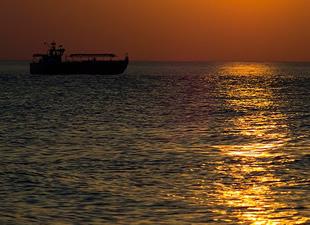 Korfu Adası açıklarında kaçak taşıyan gemi alarm verdi