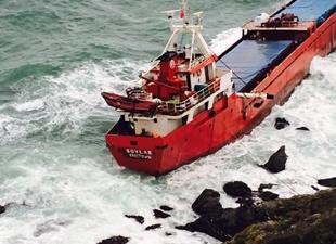 Kuruyük gemisi Marmara'da yan yattı