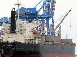 Vietnam açıklarında kargo gemisi battı