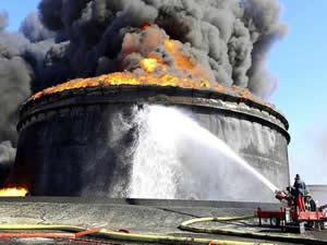 Es Sidr Limanı'nda bulunan petrol tanklarında çıkan yangın söndürüldü