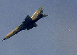 Suriye'ye jet yakıtı darbesi