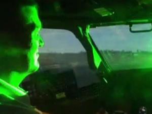 Gemiden uçağa lazer tuttular