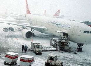 Atatürk Havalimanı'nda uçakların iniş ve kalkışları durduruldu