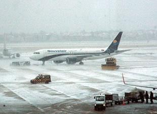 ABD'de yüzlerce uçak seferi iptal edildi