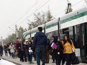 Konya'da öğrenciler kapalı tramvay durağı istiyor