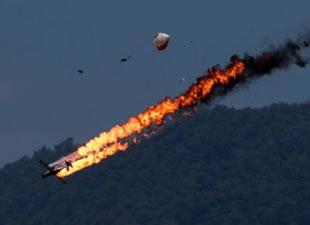 2 uçak havada çarpıştı!