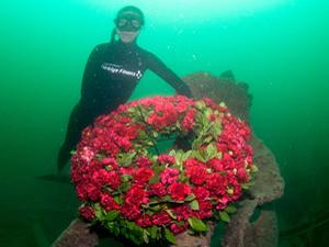 Şahika Ercümen HMS Majestic gemisine daldı