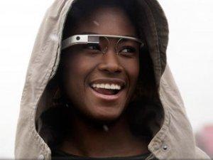 Google Glass projesi devam ediyor