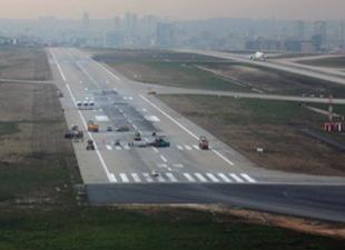Atatürk Havalimanı 17R-35L pisti bakımda