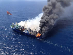 İspanya'da demirli Rus gemisinde yangın çıktı