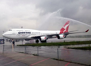 Qantas Havayolları'nın 747-400 uçağı ilk kez Sabiha Gökçen'e indi