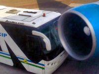 Park halindeki uçağın motoruna çarptı