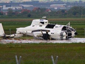 Kosava Priştine Havalimanı'na helikopter düştü: 1 kişi yaralandı