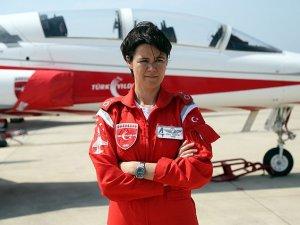 İlk kadın 'Türk Yıldızı' Esra Özatay, gösteri uçuşunda yer alacak
