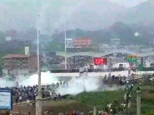 Çin'de demiryolu protestosu 30'u polis, 68 yaralı
