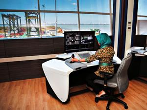 """Endonezya'nın ilk """"çevreci"""" konteyner terminali hizmete girdi"""