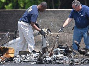 ABD'de küçük uçak otoyola düştü: 4 ölü