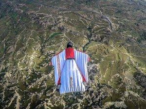 Kapadokya'da bin metreden atladı