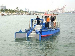 Mersin Büyükşehir belediyesi, temiz deniz için deniz süpürgesi aldı
