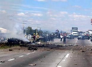 Meksika'da küçük uçak düştü, 5 ölü