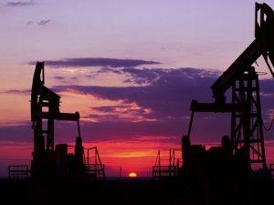 Küresel petrol arzı düştü