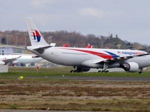 Malezya uçağı acil iniş yaptı